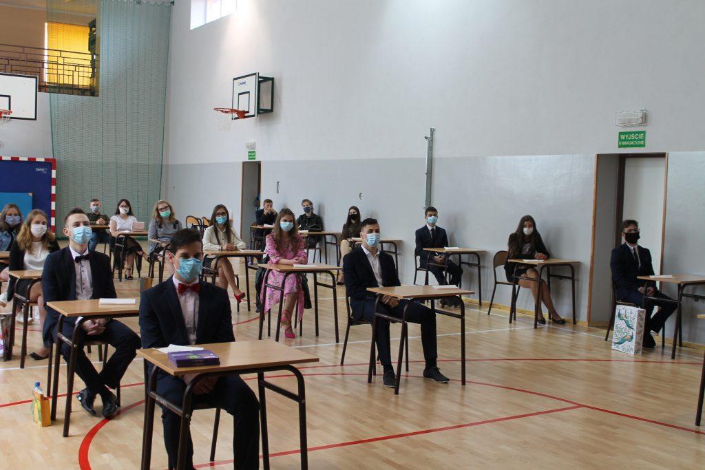 Uczniowie wławkach przedegzaminem