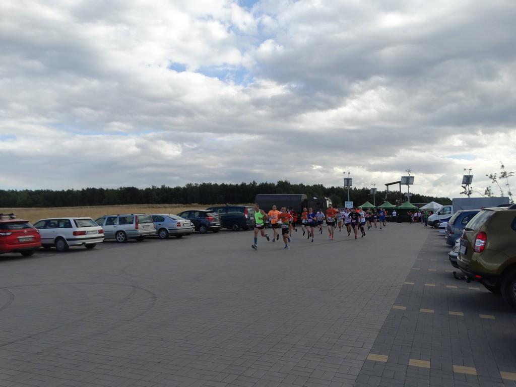 Grupa osób podczas biegu