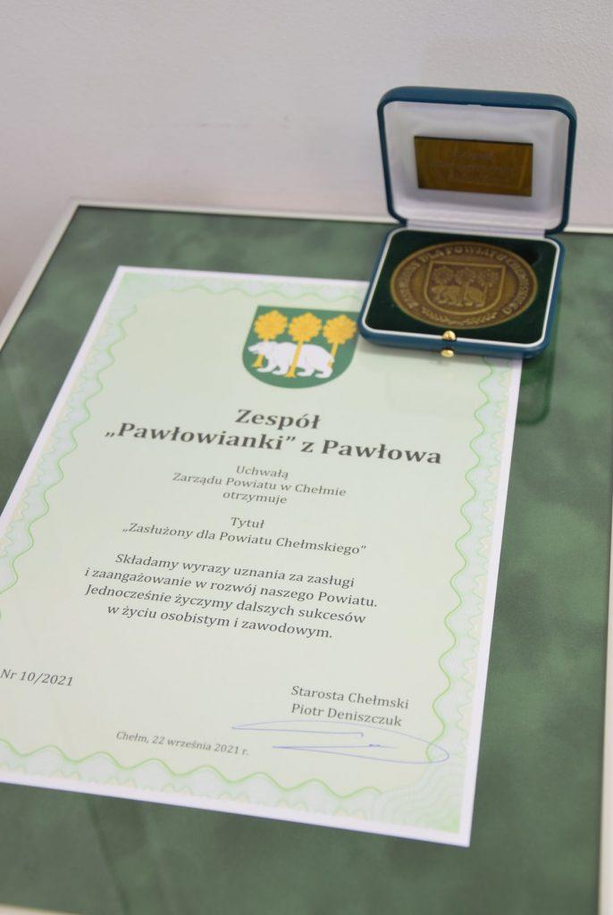 dyplom orazodznaczenie zasłużony dla powiatu chełmskiego